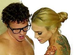 Big Boobed Tattooed Blonde Sarah Jessie Deepthroats Big Woo Of Bashful Four Eyed Man In Bath