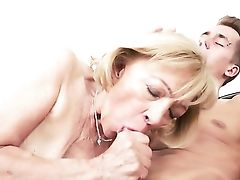 Matures Gets Her Lovely Face Painted With Love Juice After Orgy With Horny Man