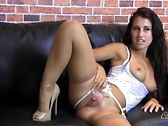 Wild Honey Taunting And Fingerblasting Her Coochie In Sexy Nylons