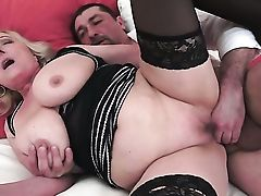 Matures With Thick Tits Loves Intense Dick Sucking In Steamy Oral Act With Lucky Dude