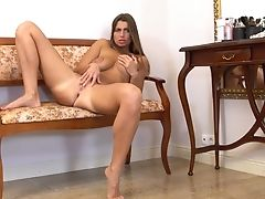 Alluring Housewife Liya Lucky Is Playing With Her Charming Cunt Closeup